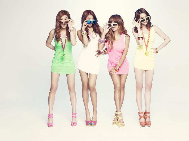 從出道到現在SISTAR所有的專輯幾乎都是在暑假發行... 2012年發表的Loving U是6月28日,輕快活潑的舞蹈及節奏讓這首歌傳唱度超高!