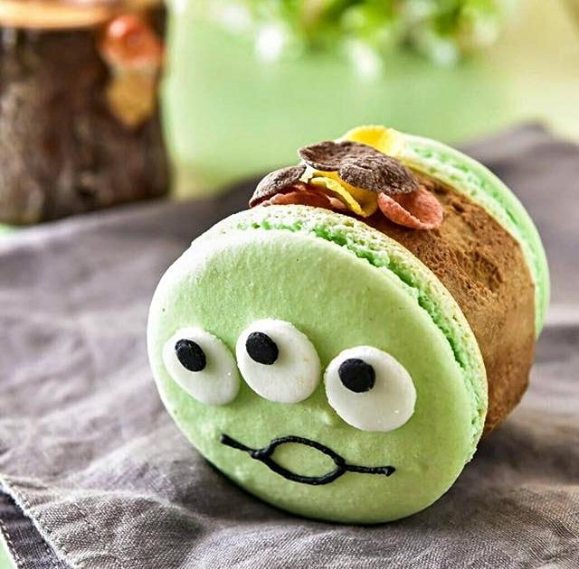 還有三眼怪~~~~~ 派皮跟冰淇淋口味任選,也可以另外加料(脆餅、軟糖、棉花糖),一顆台幣80元!