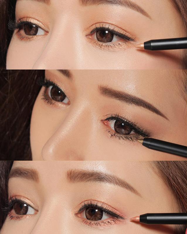 色彩厚重飽滿,不用反復塗抹也非常顯色,能讓你的眼睛更顯深邃感,絲滑柔和的霜狀質地,易推開,而且還有很好的防水功能。