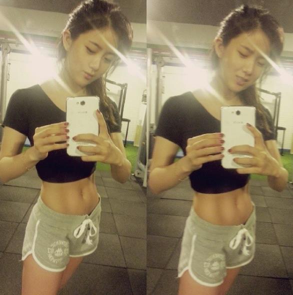 完美的腹肌 bb 在她的IG上,我們可以看到很多運動的照片!!