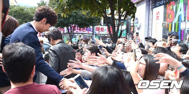 RM出國拍攝時光洙的高人氣就曾經讓RM成員們大嘆「出了韓國的光洙,真的是劉在石等級!」