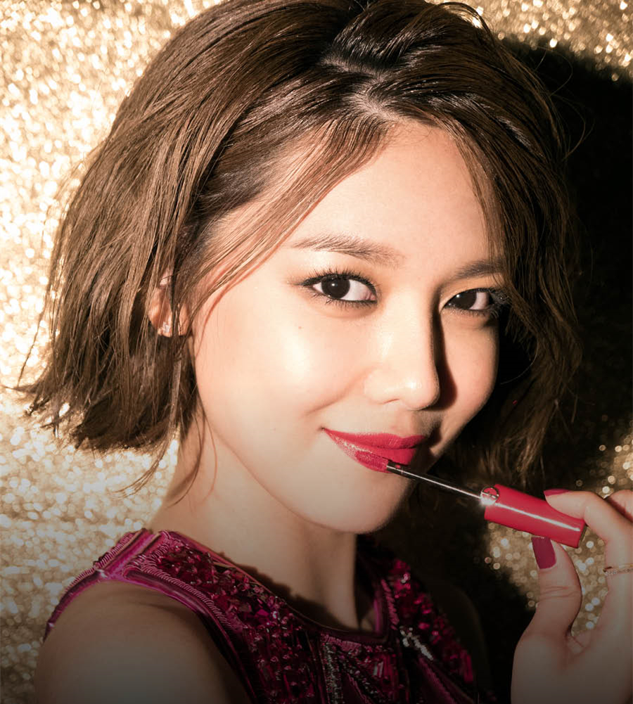ARMANI這支唇萃可以說是自2012年上市以來,因為鮮豔的顯色效果和高飽和度,同時兼具漆光與柔霧的質地,獲得無數彩妝師和韓星一致讚賞