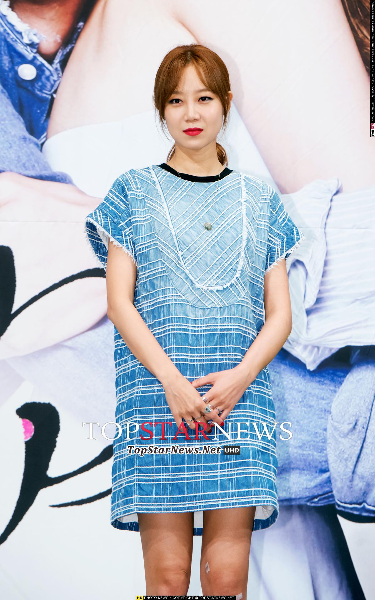 孔曉振在《沒關係,是愛情啊》發佈記者會上也是擦了這個顏色,可以說因此成為韓妞化妝包必備的唇妝品之一