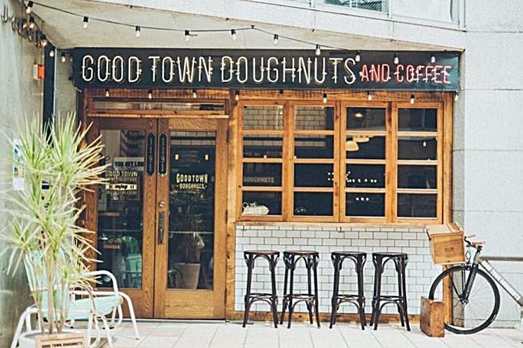 最後飽兒推薦的這間不在台灣,是位於日本澀谷的GOOD TOWN DOUGHNUTS,雖然也是有賣輕食,但..........
