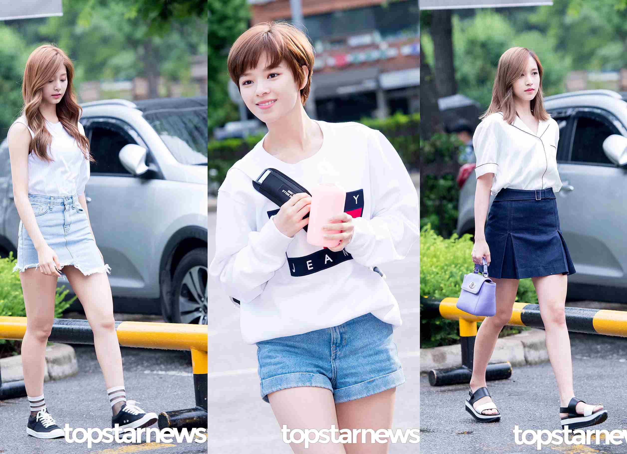 TOP④ 白T 跟丹寧短褲一樣,白T也是女孩們的夏季必備單品,還是最百搭的單品,子瑜和定延走的大一生的休閒運動風,下雨天的時候就可以像定延一樣搭一件長袖白T。Mina用襯衫加正式的手提包,充滿了成熟的小女人味。