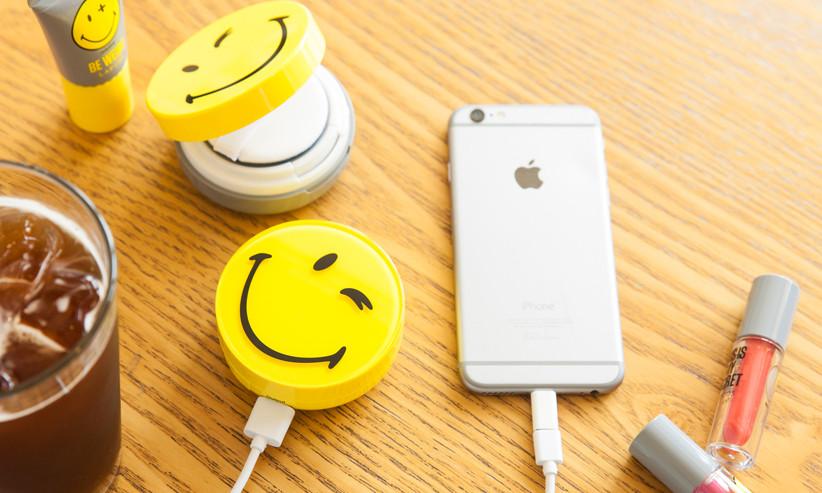 這款「笑臉隨身充」讓你在給手機充電的同時,也給自己補充微笑電力。