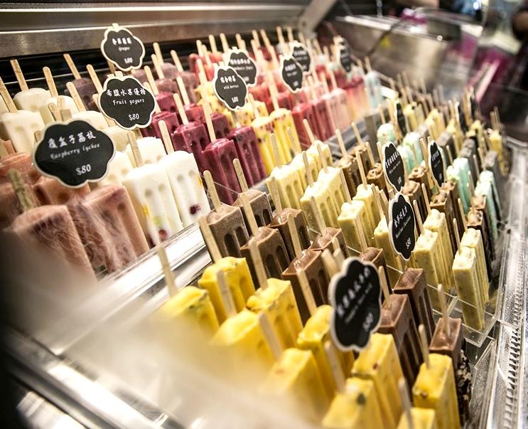 說到buonopops絕對不能錯過他們家主打的義式雪糕和鮮果冰棒 ! 雪糕以牛奶為基底不加一滴水製作,濃郁滋味還可以選擇不同配料做 客製化,創造一隻屬於自己的冰品 !