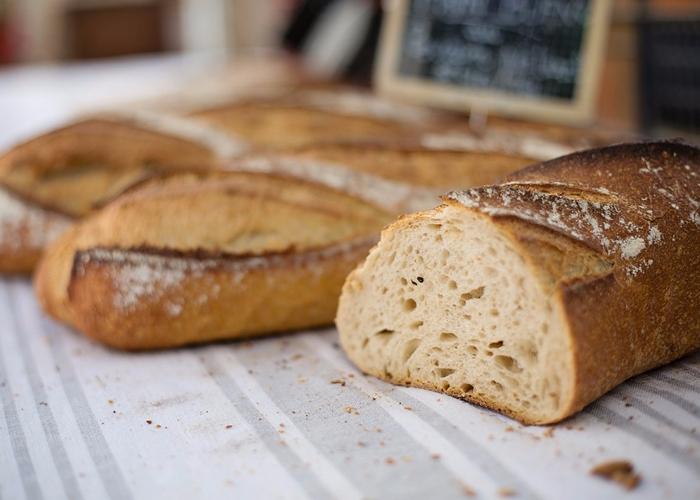 ☂ 粗糧麵包 可以吃一些粗糧麵包片,不要吃起司、奶油特別多的麵包,吃幾片就行了,畢竟不是當正餐的,主要是緩解飢餓感。