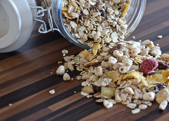 ☂ 燕麥粥 無糖的燕麥粥,裡面放一些低脂的牛奶調和一下,吃一點,會對身體特別好,也有利於恢復飽腹感。