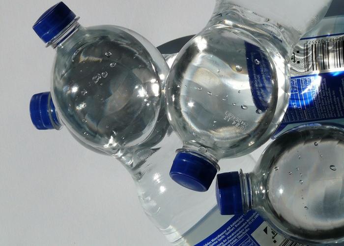 ☂ 礦物質水 不要喝太多其他飲料,礦物質水是很不錯的選擇;電解質運動型飲料功效太強,一般人多喝了容易變胖。