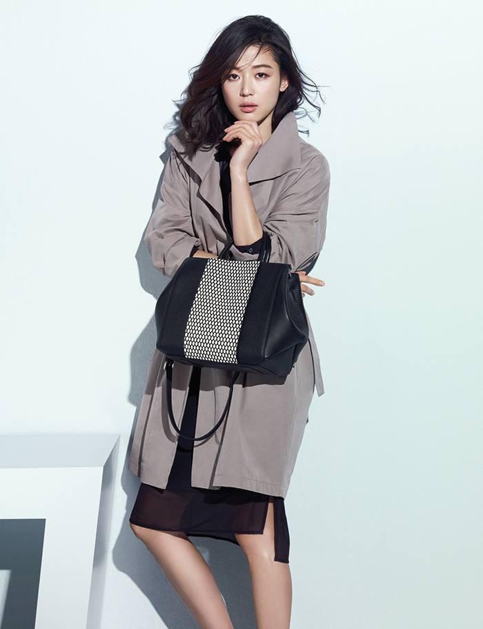 ☞全智賢 (1981年10月30日生,34歲) 本名王智賢(왕지현),15歲以時裝雜誌模特兒出道,以韓國電影《我的野蠻女友》一躍成為南韓一線女星,2014年再度以《來自星星的你》攀上演藝事業高峰。