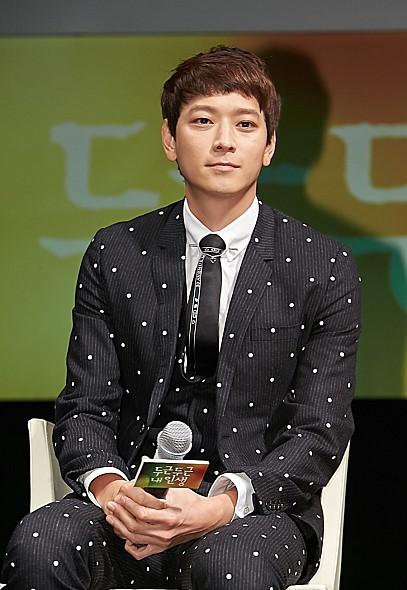☞姜棟元 (1981年1月18日,35歲) 2000年以模特兒身分亮相,2003年以韓劇《我的威風女友》正式成為演員出道,近年作品多以電影為主。