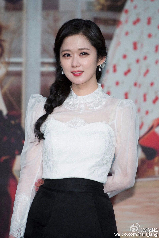 ☞張娜拉(1981年3月18日生,35歲) 拍攝過多部電視劇的張娜拉,有一段時間前往中國發展,近幾年才又回到韓國,近幾年的代表作品有翻拍台灣的《命中注定我愛你》、《記得你》、《再一次 Happy Ending》等