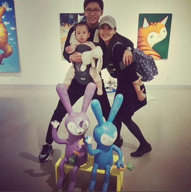 奇太映最近還帶著他們的一歲小女兒露熙(로희)參加了KBS綜藝節目《超人回來了》,一家人和樂融融的樣子超幸福啊~~