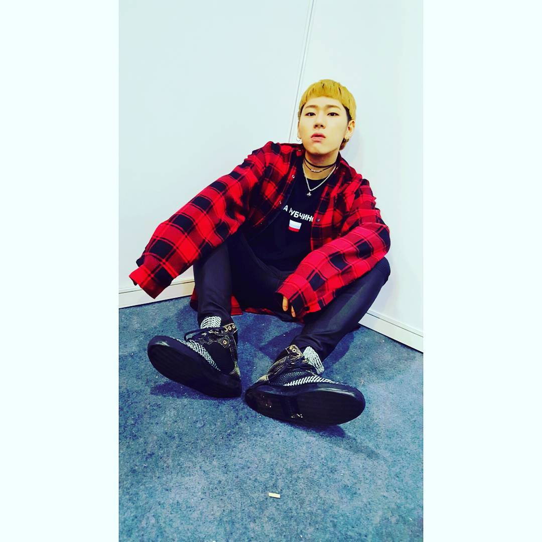 據公信榜Gaon結算,如果不算OST原聲帶的單曲銷量,以Zico在年初發行的首張迷你專輯特別版《Zico Special Edition》中,主打歌《I am you, you are me》是所有solo歌手中銷量最好