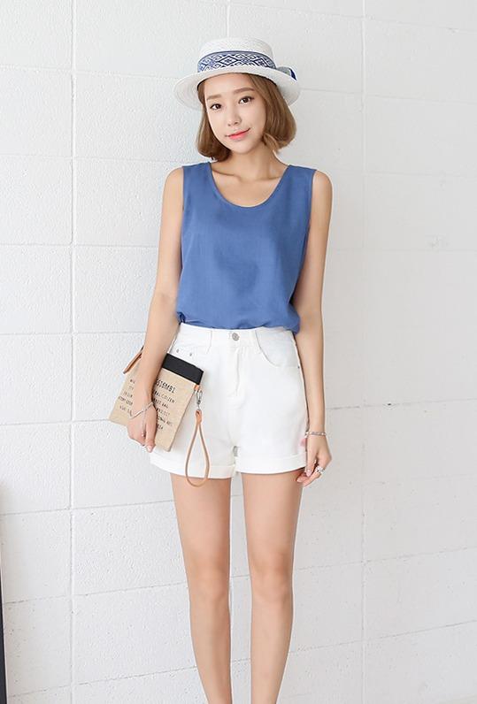 ♫ 背心款 背心也是夏天不能錯過的衣著 ! 藍和白就是夏天的代表色呀