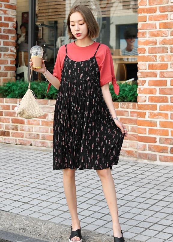 摩登少女覺得這種印花風格不管內搭什麼顏色衣服都很ok唷 ! 而且挑選絲質質感的完全就是涼呀~