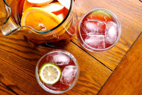 假日午後來杯冰冰涼涼的Sangria,真是太美好了,飽兒先乾啦(?) 有做成功的人(根本0失敗吧)也跟飽兒分享一下吧~~~~~