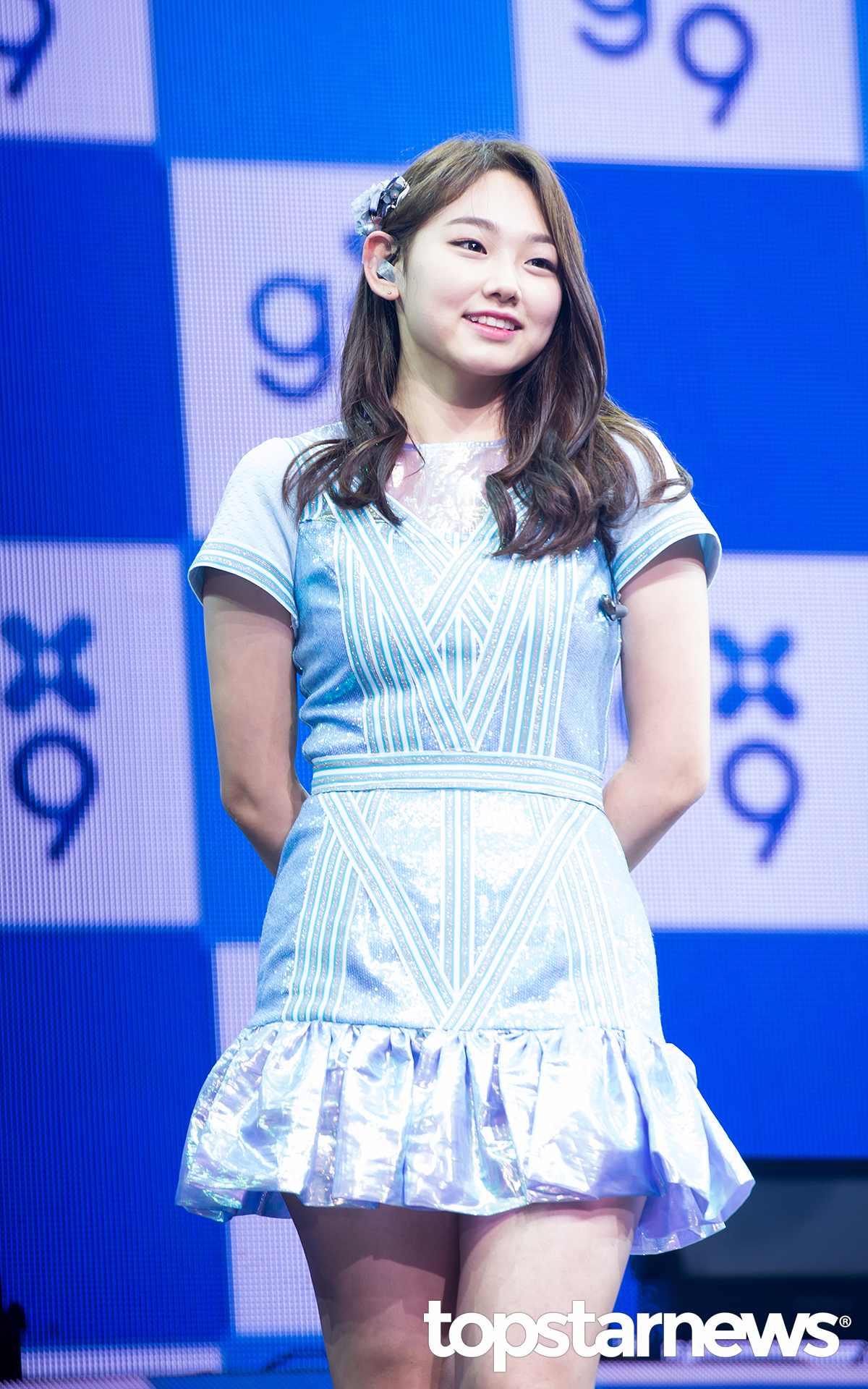 Mina超誠實的說:「第一次聽到的時候嚇了一跳,以為是開玩笑的,但是了解團名的意義之後,9名少女9種魅力感覺很好,覺得是不會讓人忘記的名字。」