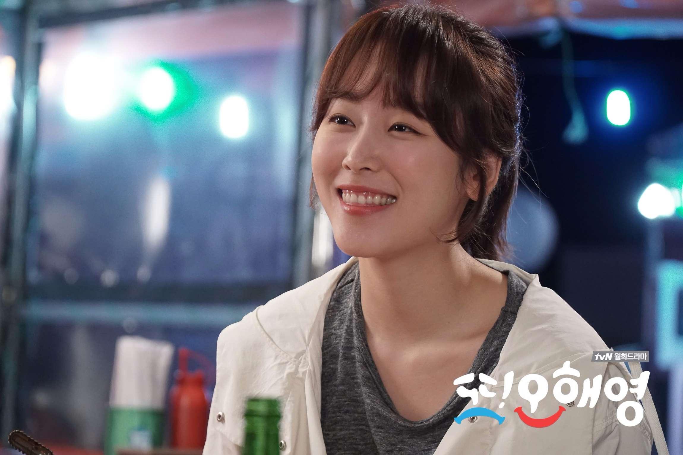 徐玄振 從《三劍客》、《一起吃飯吧2》到《又吳海英》,總是用全身把角色詮釋得很完美,替tvN的月火劇帶來史上最高的收視率