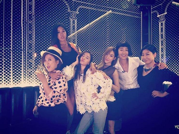 UNNIES是在節目《姐姐們的Slam Dunk》大家為了幫助閔孝琳實現「以女團出道」的夢而組成的特別女團,團員由羅美蘭、洪真京、金淑、Jessi、Tiffany與閔孝琳所組成
