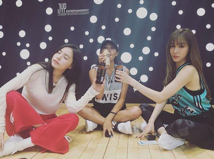 總之恭喜能唱能跳又能演的閔孝琳歐逆完成女團出道的夢想!!