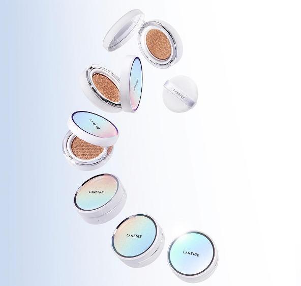 ♫ 蘭芝3D菱格紋氣墊 新推出的3D菱格設計可以讓粉更均勻地沾取,分有透明淨白款和毛孔控油款可以選擇 !