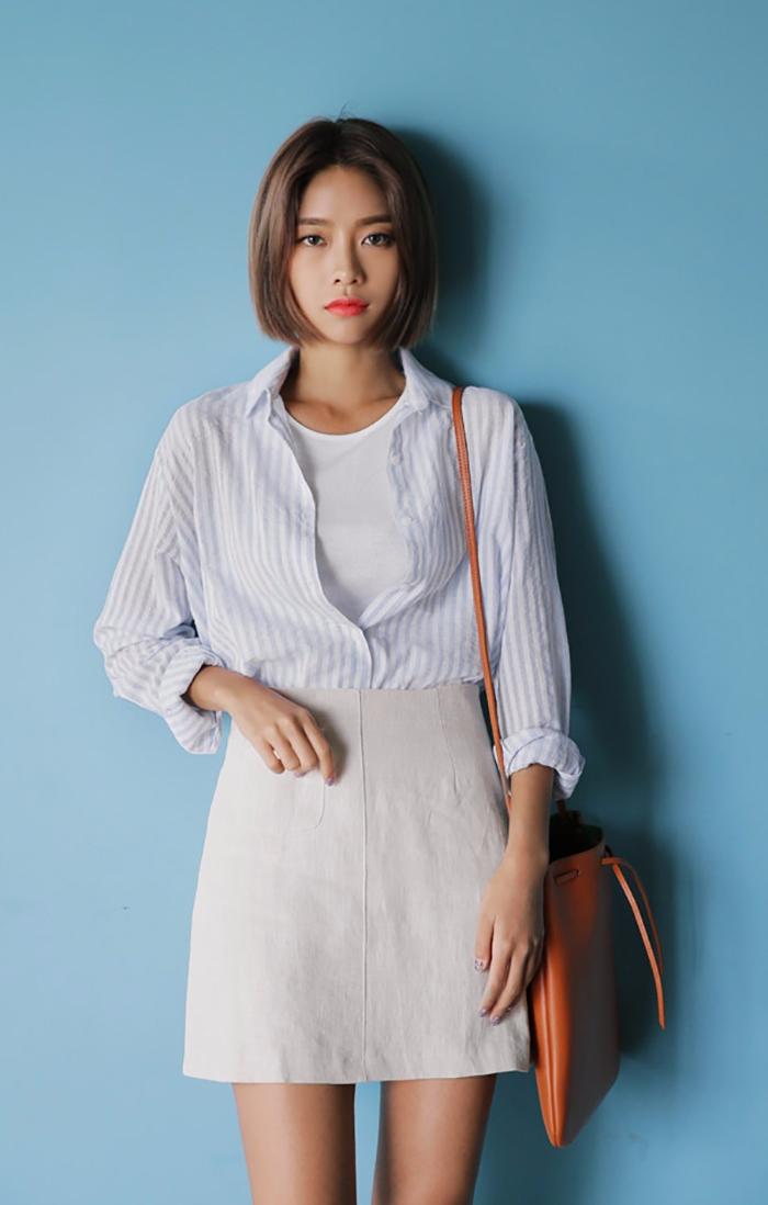 TIP3:A 字裙 ☛腰腹胖 A字裙絕對是顯瘦的不敗單品,以長度約在大腿中間的位置就最佳,外擴的裙擺不但可遮大屁股,還能顯腿長。將上衣塞到裙子裡面,或是上身配一件 短上衣,視覺上就能將腿部再再再拉長!