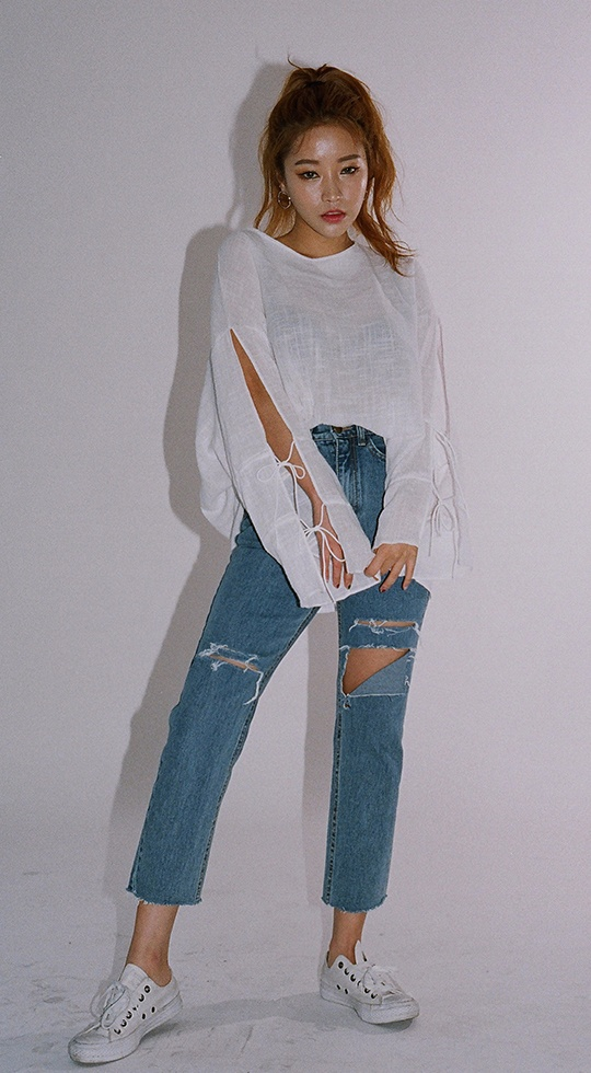 TIP5:九分褲 ☛小腿粗 沒有大長腿就「偽」造一個吧XD 九分褲便是你的最佳選擇,大家可不要小看露腳踝的魅力哦,它可以改善身型比例,達到顯瘦效果!