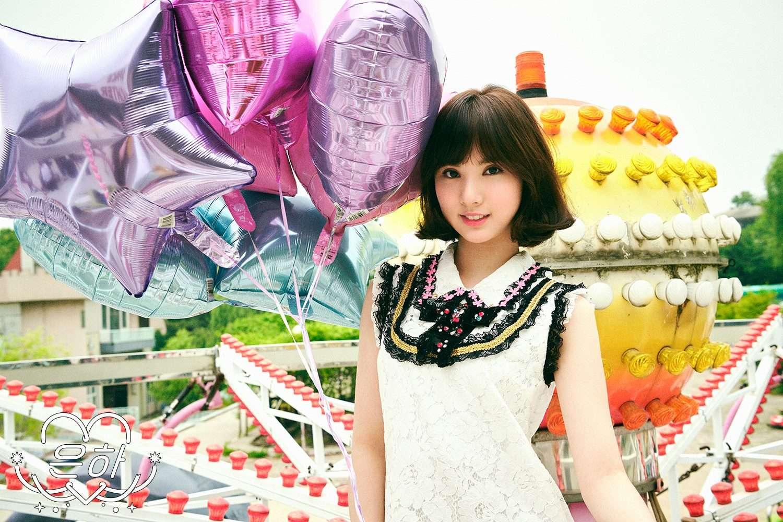 那就是這次Eunha的個人概念照~大家都稱讚Eunha這次剪了短髮好美,就像洋娃娃一樣 (但是旁邊的氣球很搶戲耶)