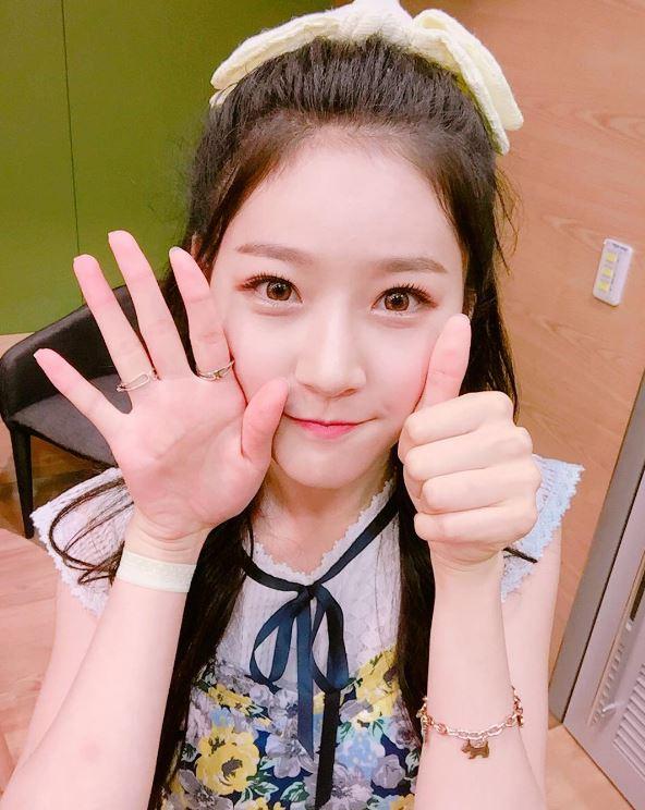 韓國網友們發現過去金賽綸有一段採訪,當時被問到和Yeri是怎麼變熟的,金賽綸則回應:「透過其他歌手朋友認識了Yeri歐逆,因為年紀差不多很聊得來…」