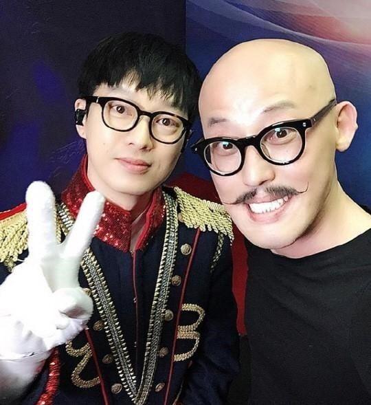 因為他當初好不容易打敗的第30任蒙面歌王,可是韓國搖滾樂界用聲音就能呼風喚雨的Guckkasten 主唱河铉雨阿!