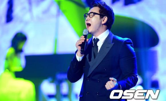 而早就在中國歌唱節目上證明過自己的The One在連勝期間也一直被韓國網友呼喚,認為他就是可以打敗河铉雨,並能締造更常連勝紀錄的下一個強悍歌王!