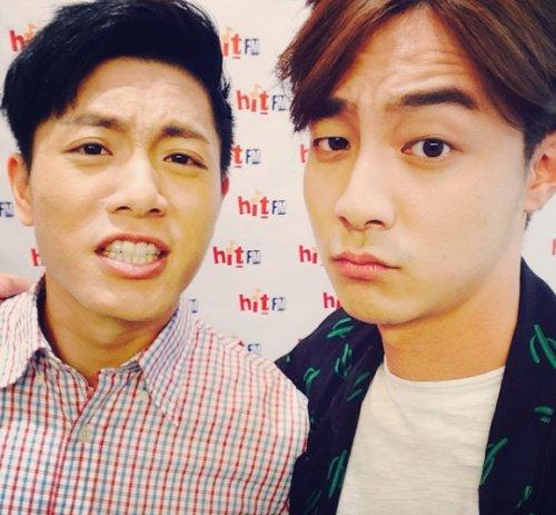 再提示他跟台灣金曲歌王韋禮安也是超級好朋友! 也有在2015 HITO音樂獎上同台演出!