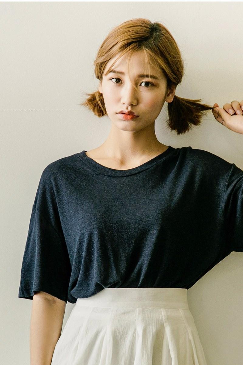 ②雙馬尾 長髮女孩綁雙馬尾會很難駕馭,而如果是短髮女孩綁雙馬尾,不僅比較容易駕馭,而且更顯可愛的少女感。