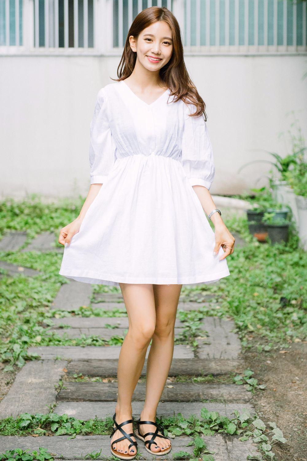 第一名:膝上10公分 摩登少女個人認為這個長度是最剛好的,也是能夠讓腿的比例看起來最好的長度。對男生而言,也是一種若隱若現的感覺,不會太過色情,但是也可以保有裙子的性感和可愛感。