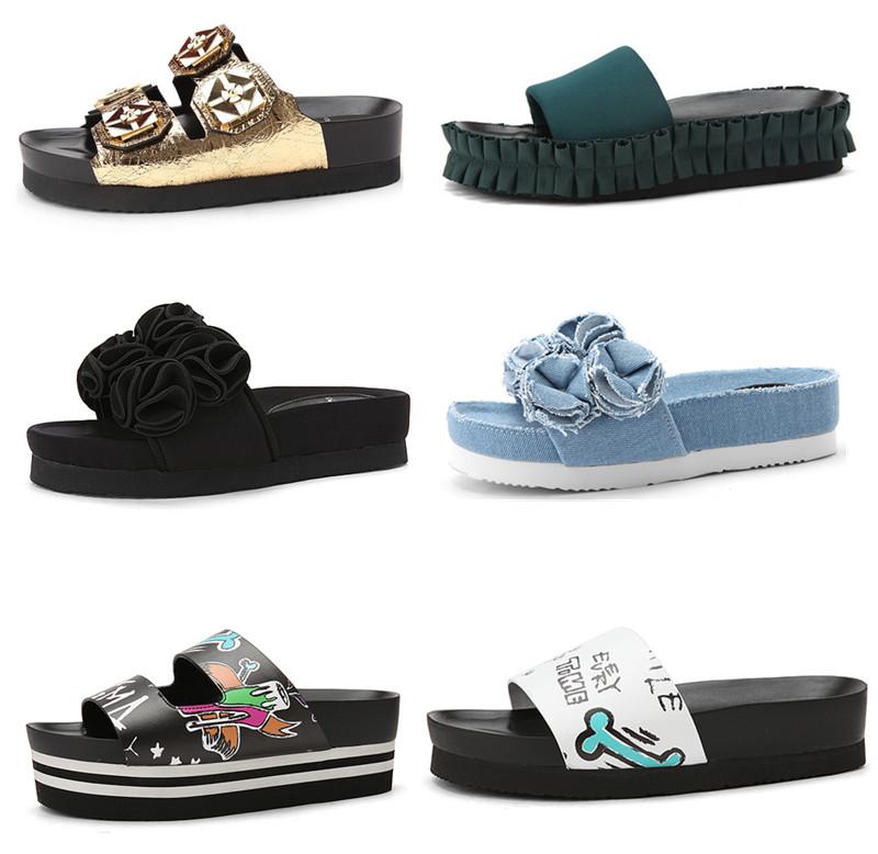 該品牌的拖鞋也是主打增高款