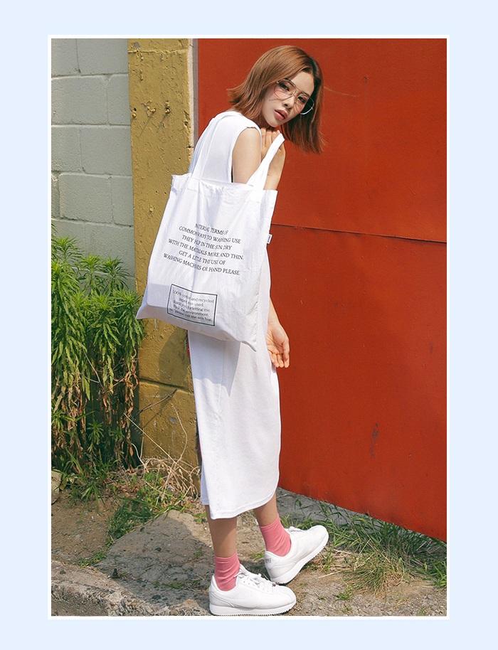 ②文藝清新感 清新風格的純色長裙,後面開叉的設計時尚大氣,純白顏色也很顯氣質! 寬鬆的版型,所有肉肉都藏住啦~你就是最美的風景!
