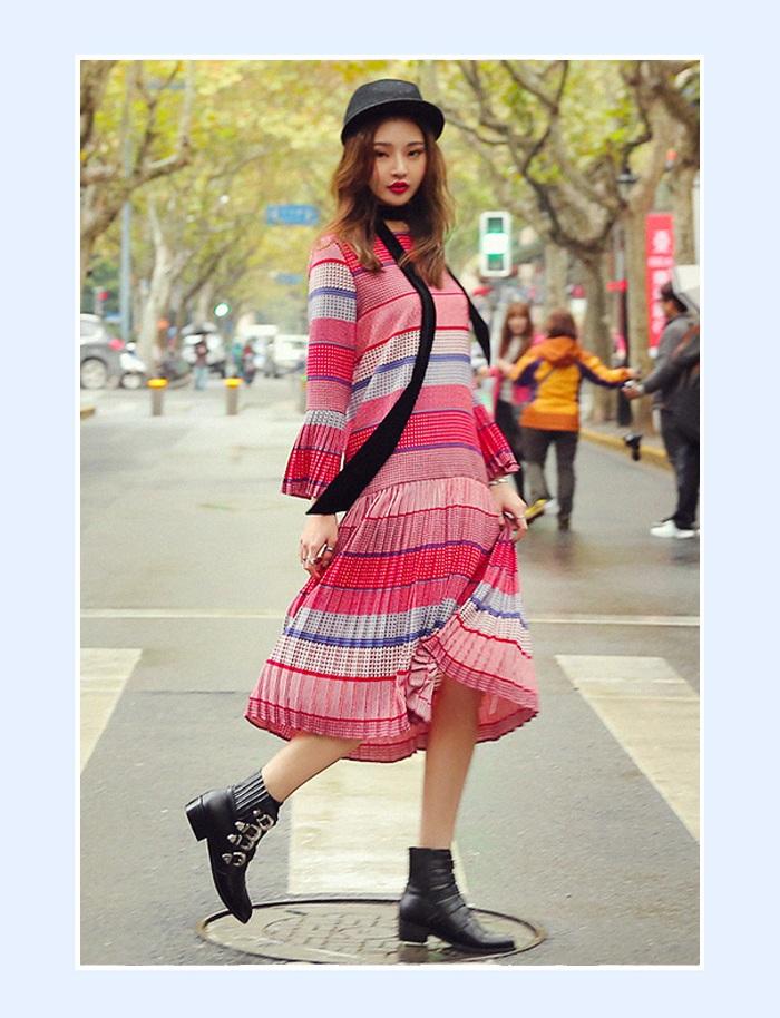 ④波西米亞風 波西米亞風長裙絕對是夏日必備單品!百褶的設計年輕有活力,且增添夏日氣息;條紋款透著滿滿的學院風,文藝感十足,甜美中帶點小性感,逛街、海邊度假都OK噠~~