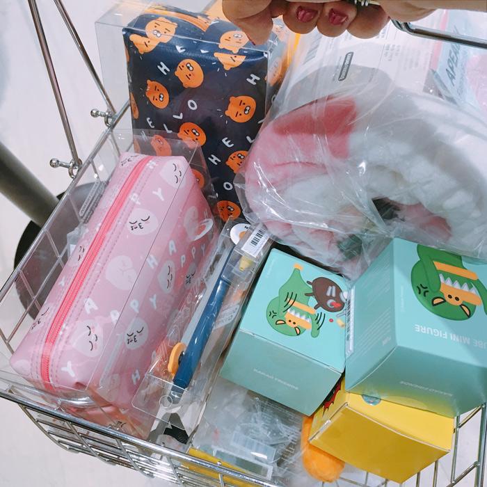 逛完二樓,小編的購物籃已經滿到要炸開了...(不是都是我買的啦~)