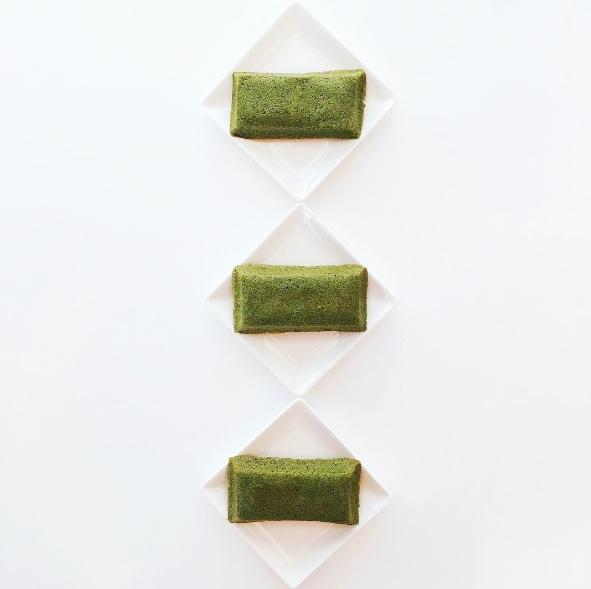 ▶ TSUJIRI辻利茶屋 抹茶費南雪 金黃墨綠的抹茶費南雪是使用辻利宇治抹茶搭配焦香奶油製成,比起餅乾類更有飽足感的蛋糕也是下午茶不能錯過的選擇 !