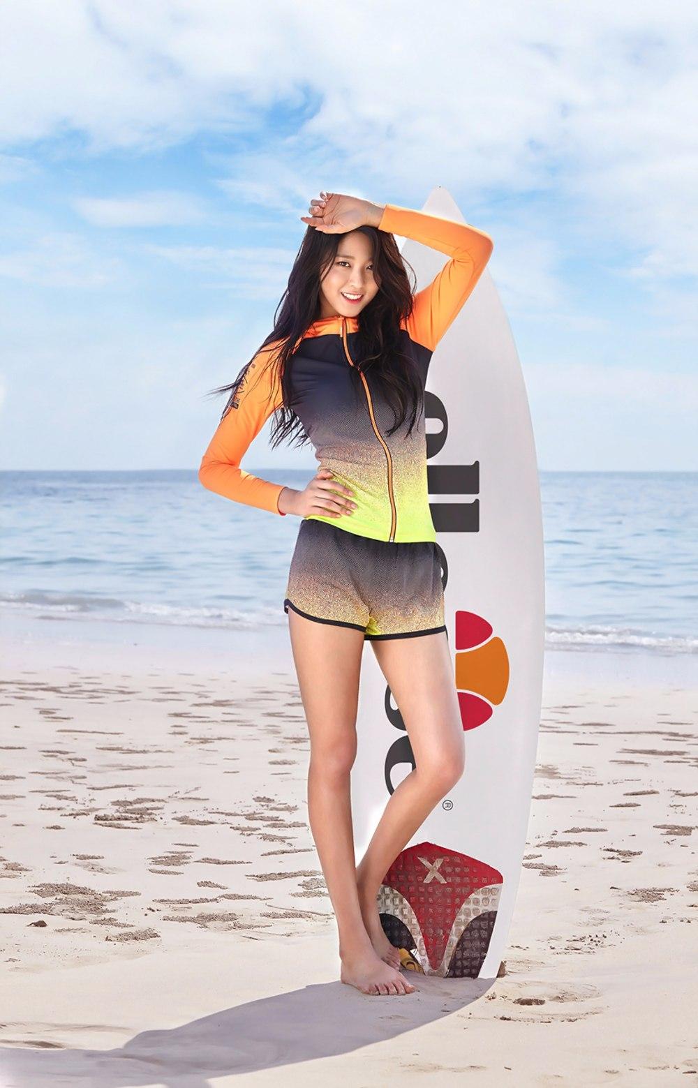 更有泳衣品牌直接找上她 以及...