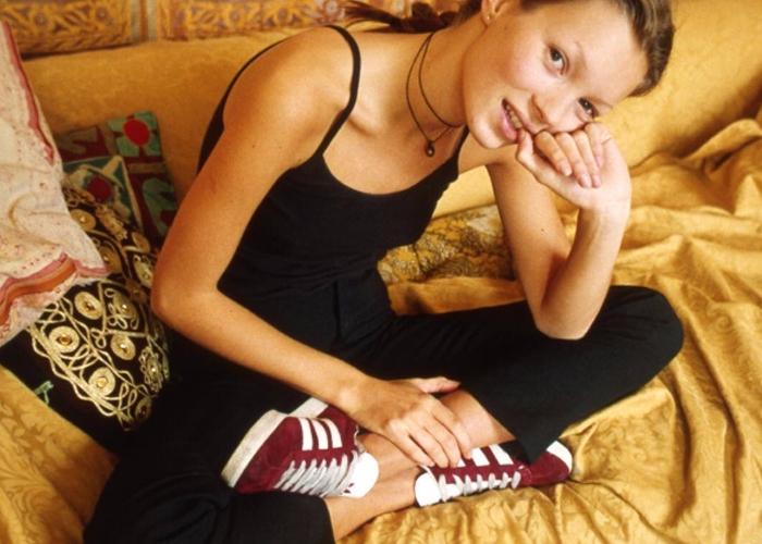 ▼3. 鞋子泡醋 醋是強大的除臭劑!因為醋是酸性的,而造成鞋子臭味的因素則是鹼性,當鹼性物質與醋接觸,醋會產生中和反應,驅逐異味。若想消除運動鞋討厭的氣味,嘗試把鞋子進泡在加了醋的水中,比例大約是2杯醋配8公升的水就行啦~