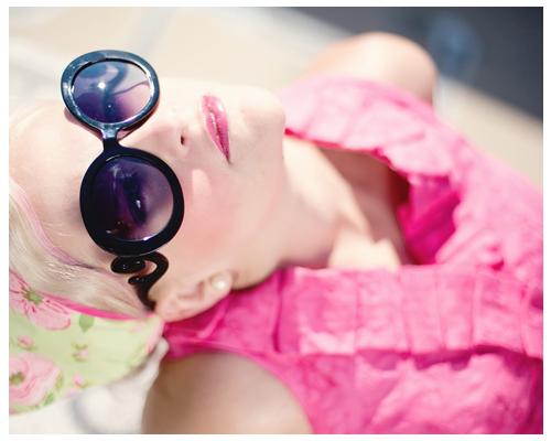 美白秘訣⑥:注意環境空氣的質量 遠離煙酒等刺激物,戒掉辛辣食物和油炸食物,避免一些有害的氣體被皮膚吸收,家裡或是辦公的地方應種植綠色植物,並且還要保持室內的通風和含氧量。