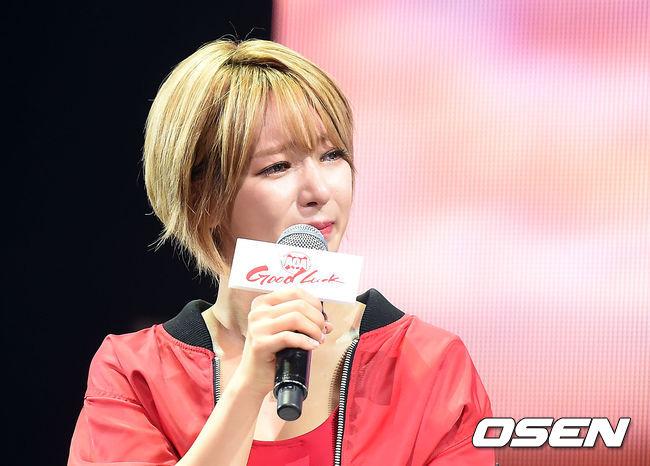 在Showcase當天其實不是事件主角,但草娥也因為成員身陷爭議而淚灑記者會,AOA成員也在事件之後全員停止更新SNS,展現了同進退的姐妹情誼。