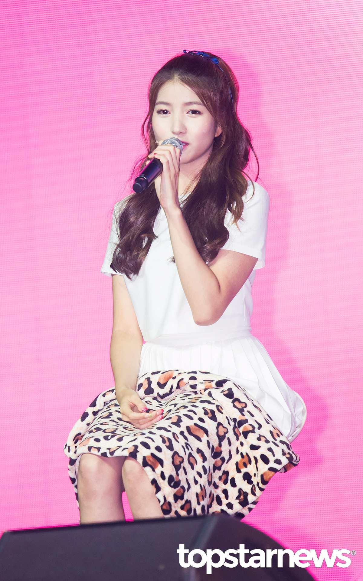 Sowon還說「像神話前輩看齊,希望可以和成員們一起長久的做音樂。」,希望小女友好還可以更好~Fighting!!!