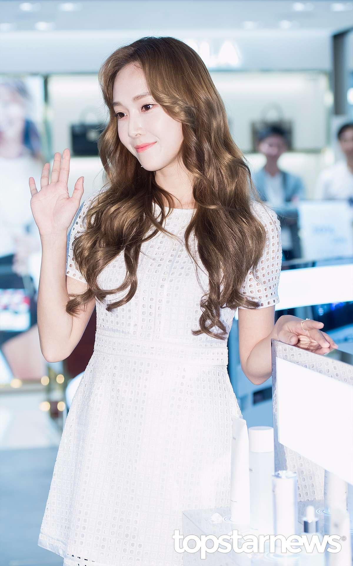 日前Blanc & Eclare在韓國首爾的首個快閃店成立,而她也現身並舉辦粉絲簽名會見見久違的粉絲們