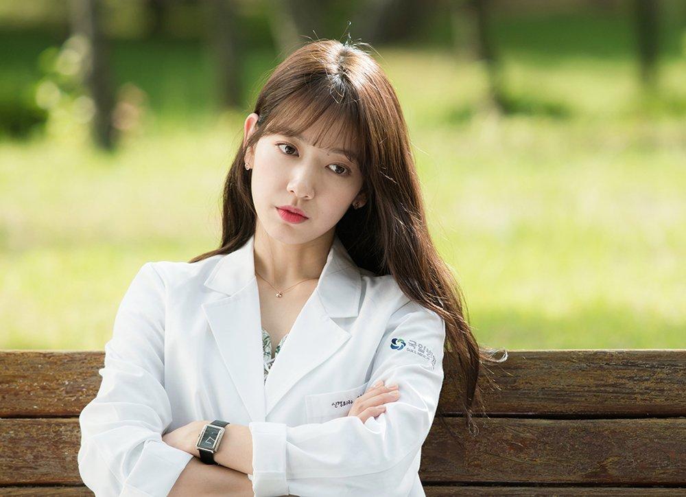 想必大家都知道最近這部超火紅韓劇《Doctors》吧?過去曾是肉肉臉代表女星的朴信惠,這次狠下心減肥變美,讓劇迷們都大力稱讚朴信惠的美貌!