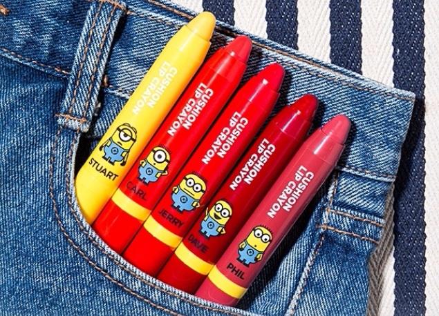 這次一共推出5個顏色,每個顏色都很飽和,塗在嘴唇上也很保濕不顯唇紋!