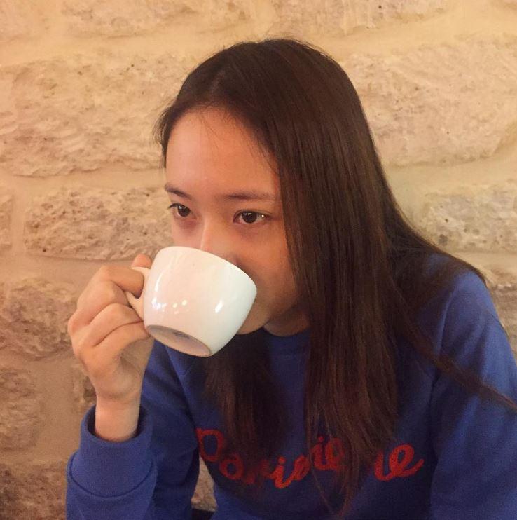 Krystal用自己的方式,全力支持姊姊的事業發展,表現了兩姊妹間深厚的感情啊!